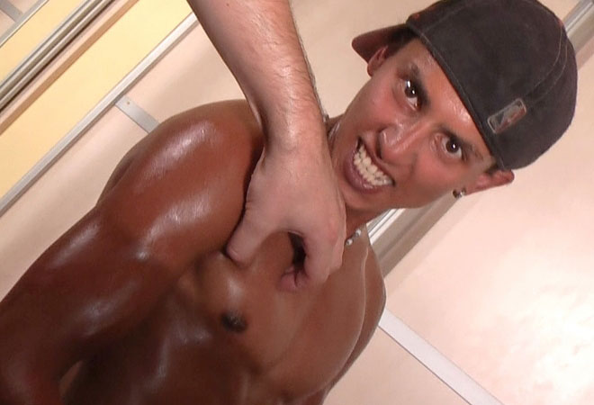 Crazy Muscle Oil Show - Gutpunching - Boner
