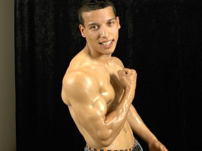 Exclusive Casting - Gypsy Boy - Flexing and Jerking off