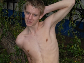 Blonde twink - photos 1